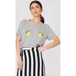 NA-KD T-shirt Lemon - Grey. Szare t-shirty damskie NA-KD, z nadrukiem, z dżerseju. W wyprzedaży za 51,07 zł.