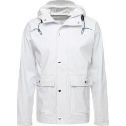 Knowledge Cotton Apparel RAIN Kurtka przeciwdeszczowa bright white. Białe kurtki męskie przeciwdeszczowe Knowledge Cotton Apparel, m, z materiału. Za 419,00 zł.