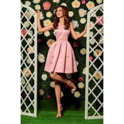 Rozkloszowana sukienka pudrowy róż DAKOTA. Czerwone sukienki balowe marki Lemoniade, na wesele, dekolt w kształcie v, rozkloszowane. Za 159,90 zł.