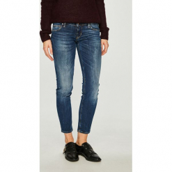 Guess Jeans - Jeansy Beverly. Niebieskie jeansy damskie Guess Jeans, z aplikacjami, z bawełny, z obniżonym stanem. Za 459,90 zł.