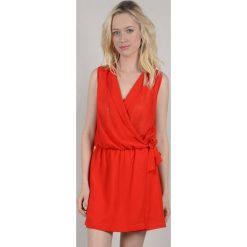 Sukienka kopertówka gładka, krótka bez rękawów. Czerwone sukienki mini marki Molly Bracken, l, z poliesteru, z kopertowym dekoltem, bez rękawów, kopertowe. Za 306,56 zł.