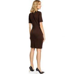 KAMILA Klasyczna ołówkowa sukienka z dzianiny - brązowa. Brązowe sukienki balowe marki Moe, l, z bawełny. Za 79,00 zł.