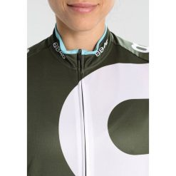 8848 Altitude MACAU Tshirt z nadrukiem army. Zielone topy sportowe damskie 8848 Altitude, z nadrukiem, z materiału. Za 379,00 zł.