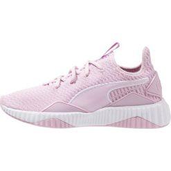 Puma DEFY Obuwie treningowe dusty coral/whisper white. Czerwone buty sportowe damskie marki Puma, z materiału. Za 419,00 zł.