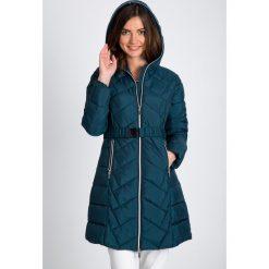 Kurtki damskie: Pikowana długa kurtka z kapturem QUIOSQUE