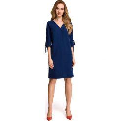 Granatowa Casualowa Sukienka z Wiązaniem na Rękawie. Niebieskie sukienki balowe marki Molly.pl, na co dzień, l, z elastanu, z klasycznym kołnierzykiem, oversize. Za 139,90 zł.