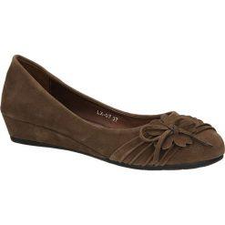 CZÓŁENKA CASU LX-07. Brązowe buty ślubne damskie Casu, na koturnie. Za 49,99 zł.