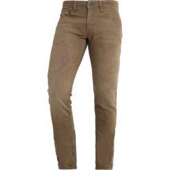 Antony Morato GEEZER Jeansy Slim Fit teak. Zielone jeansy męskie relaxed fit marki Antony Morato, m, z bawełny. Za 469,00 zł.
