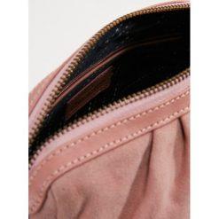 Becksöndergaard ADRIENNE MINI Torba na ramię barley pink. Czerwone torebki klasyczne damskie marki Becksöndergaard. Za 419,00 zł.