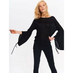 Swetry klasyczne damskie: DAMSKI SWETER Z BUFIASTYM RĘKAWEM
