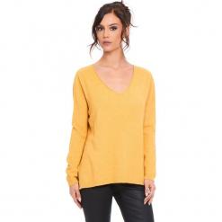 """Sweter """"Talia"""" w kolorze musztardowym. Żółte swetry klasyczne damskie marki Cosy Winter, s, ze splotem. W wyprzedaży za 181,95 zł."""