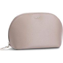 Kosmetyczka DKNY - Bryant - Cosmetic Pou R83R3661  Warm Grey WG5. Szare kosmetyczki męskie DKNY, ze skóry. Za 289,00 zł.