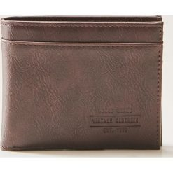 Portfel z eco skóry - Brązowy. Brązowe portfele męskie marki House, ze skóry. Za 35,99 zł.