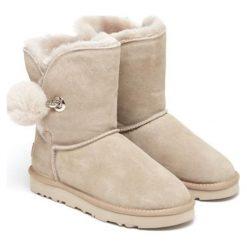 Skórzane botki w kolorze beżowym. Brązowe buty zimowe damskie Carla Samuel, na zimę. W wyprzedaży za 279,95 zł.