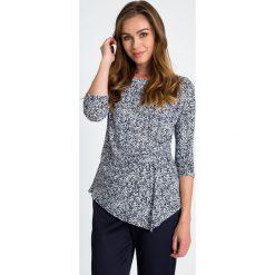 Bluzki damskie: Granatowa asymetryczna bluzka w mikro kwiaty QUIOSQUE