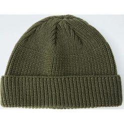 Dzianinowa czapka basic. Brązowe czapki męskie Pull&Bear, z dzianiny. Za 49,90 zł.