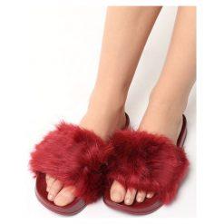 Bordowe Klapki Fluffy Bunny. Czerwone kapcie damskie Born2be, z materiału, na platformie. Za 34,99 zł.