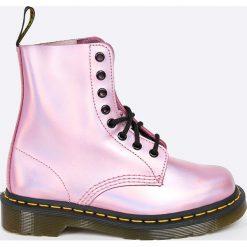 Dr Martens - Botki Pascal. Szare buty zimowe damskie Dr. Martens, z materiału, z okrągłym noskiem, na sznurówki. Za 639,90 zł.