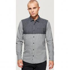 Dwukolorowa koszula o kroju slim - Szary. Niebieskie koszule męskie slim marki Cropp, l, z bawełny. Za 89,99 zł.