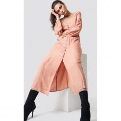 Sparkz Sukienka maxi Rosemary - Pink,Nude. Różowe długie sukienki Sparkz, dekolt w kształcie v, z długim rękawem. W wyprzedaży za 170,07 zł.