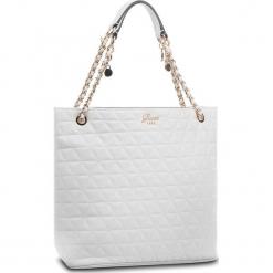 Torebka GUESS - HWVG69 88230 WHI. Niebieskie torebki klasyczne damskie marki Guess, z materiału. Za 649,00 zł.