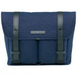 Torba w kolorze ciemnoniebieskim na laptopa - (S)37 x (W)27 x (G)9 cm. Niebieskie torby na laptopa Victorinox, w paski, z materiału. W wyprzedaży za 499,95 zł.