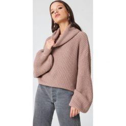 NA-KD Sweter oversize z golfem - Pink. Szare golfy damskie marki NA-KD, z bawełny, z podwyższonym stanem. W wyprzedaży za 64,78 zł.