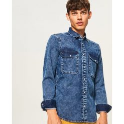 Jeansowa koszula regular fit - Niebieski. Niebieskie koszule męskie jeansowe marki Reserved, l. Za 139,99 zł.