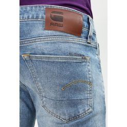 GStar 3301 SLIM Jeansy Slim Fit medium aged. Białe jeansy męskie relaxed fit marki G-Star, z nadrukiem. W wyprzedaży za 447,20 zł.