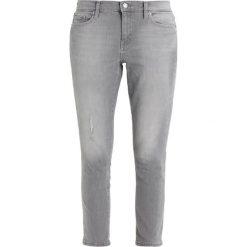 GAP Jeansy Slim Fit ash grey. Szare jeansy damskie GAP. W wyprzedaży za 149,40 zł.