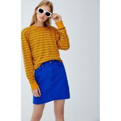 Krótka bluza basic w paski. Szare bluzy damskie Pull&Bear, w paski, z krótkim rękawem, krótkie. Za 39,90 zł.