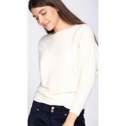 Swetry klasyczne damskie: Kremowy Sweter Boastful