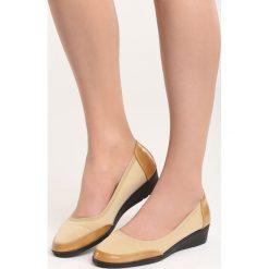 Beżowe Czółenka Ravan. Brązowe buty ślubne damskie Born2be, ze skóry, na niskim obcasie, na koturnie. Za 39,99 zł.