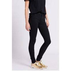 Lee - Jeansy. Czarne jeansy damskie marki Lee. W wyprzedaży za 229,90 zł.