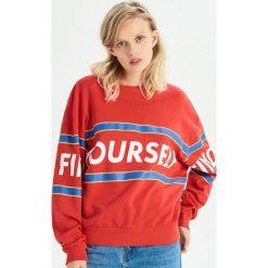 Bluza z kolorowym nadrukiem - Czerwony. Czerwone bluzy rozpinane damskie Sinsay, l, w kolorowe wzory. Za 49,99 zł.