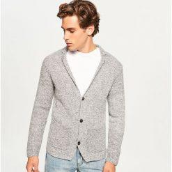 Sweter zapinany na guziki - Szary. Szare swetry rozpinane męskie marki Reserved, l. Za 99,99 zł.