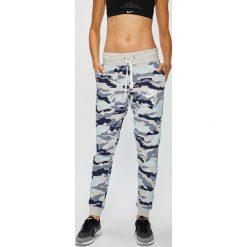 Nike Sportswear - Spodnie. Szare bryczesy damskie Nike Sportswear, s, z bawełny. W wyprzedaży za 159,90 zł.