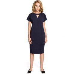 Sukienki: Sukienka ołówkowa z ozdobną stójką – granatowa