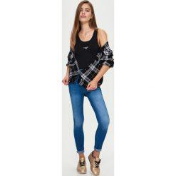 Spodnie damskie: Jeansowe rurki high waist – Niebieski