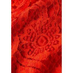 IVY & OAK MIDI DRESS Długa sukienka pumpkin red. Czerwone długie sukienki IVY & OAK, z bawełny, z długim rękawem. Za 719,00 zł.