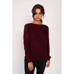 Sweter w kolorze bordowym. Czerwone swetry klasyczne damskie Dioxide, s, z dekoltem w łódkę. W wyprzedaży za 89,95 zł.