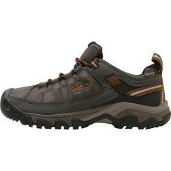 Keen TARGHEE III WP Obuwie hikingowe black olive/golden brown. Szare buty sportowe męskie marki Keen, z materiału, outdoorowe. Za 499,00 zł.