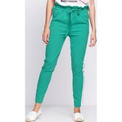 Spodnie dresowe damskie: Zielone Spodnie Dresowe Two Colors