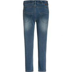 Name it NITTRINE  Jeans Skinny Fit light blue denim. Czerwone jeansy dziewczęce marki Name it, l, z nadrukiem, z bawełny, z okrągłym kołnierzem. Za 129,00 zł.
