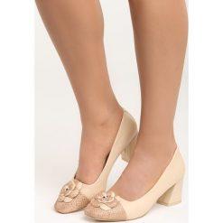 Beżowe Czółenka For You and I. Brązowe buty ślubne damskie Born2be, ze skóry, na niskim obcasie, na płaskiej podeszwie. Za 69,99 zł.
