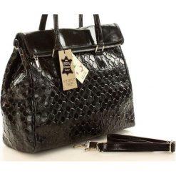 Torebka włoska kuferek skóra MAZZINI CORNELIA - czarny. Czarne kuferki damskie MAZZINI, w paski, ze skóry. Za 299,00 zł.