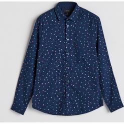 Koszula z motywem świątecznym - Granatowy. Niebieskie koszule męskie na spinki Reserved, l. Za 79,99 zł.