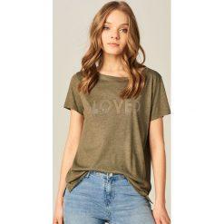 T-shirty damskie: Koszulka ze zdobionym napisem – Khaki