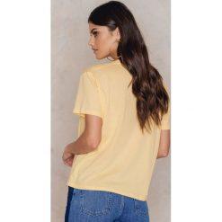 T-shirty damskie: Kristin Sundberg for NA-KD Koszulka Honey – Yellow