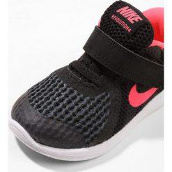 Nike Performance NIKE REVOLUTION 4 TDV GI Obuwie do biegania treningowe black/white/racer pink. Czarne buty do biegania damskie marki Nike Performance, z materiału. Za 129,00 zł.